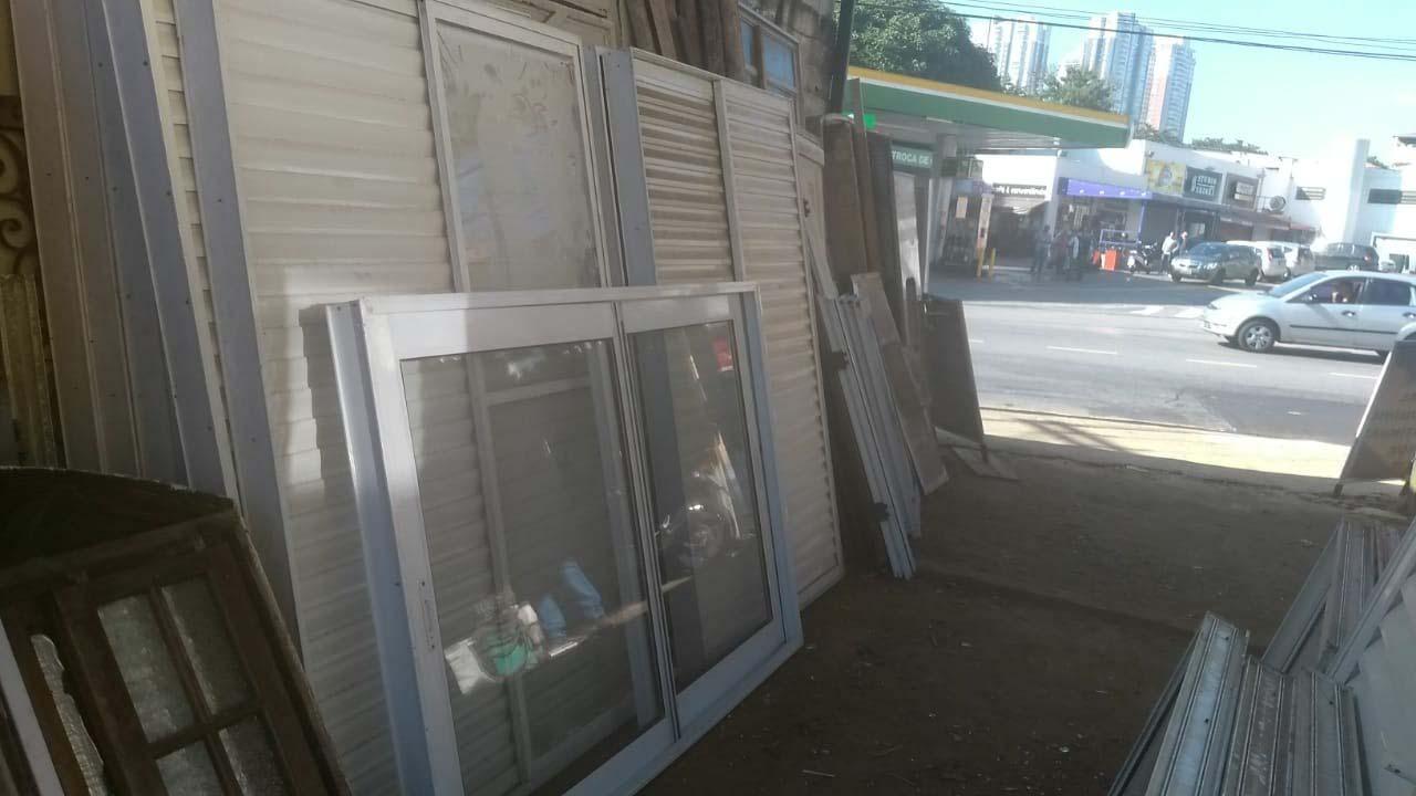 Compra e venda de materiais de construção usados