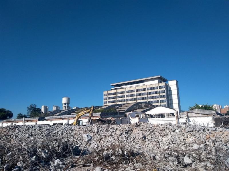 Demolição com reciclagem