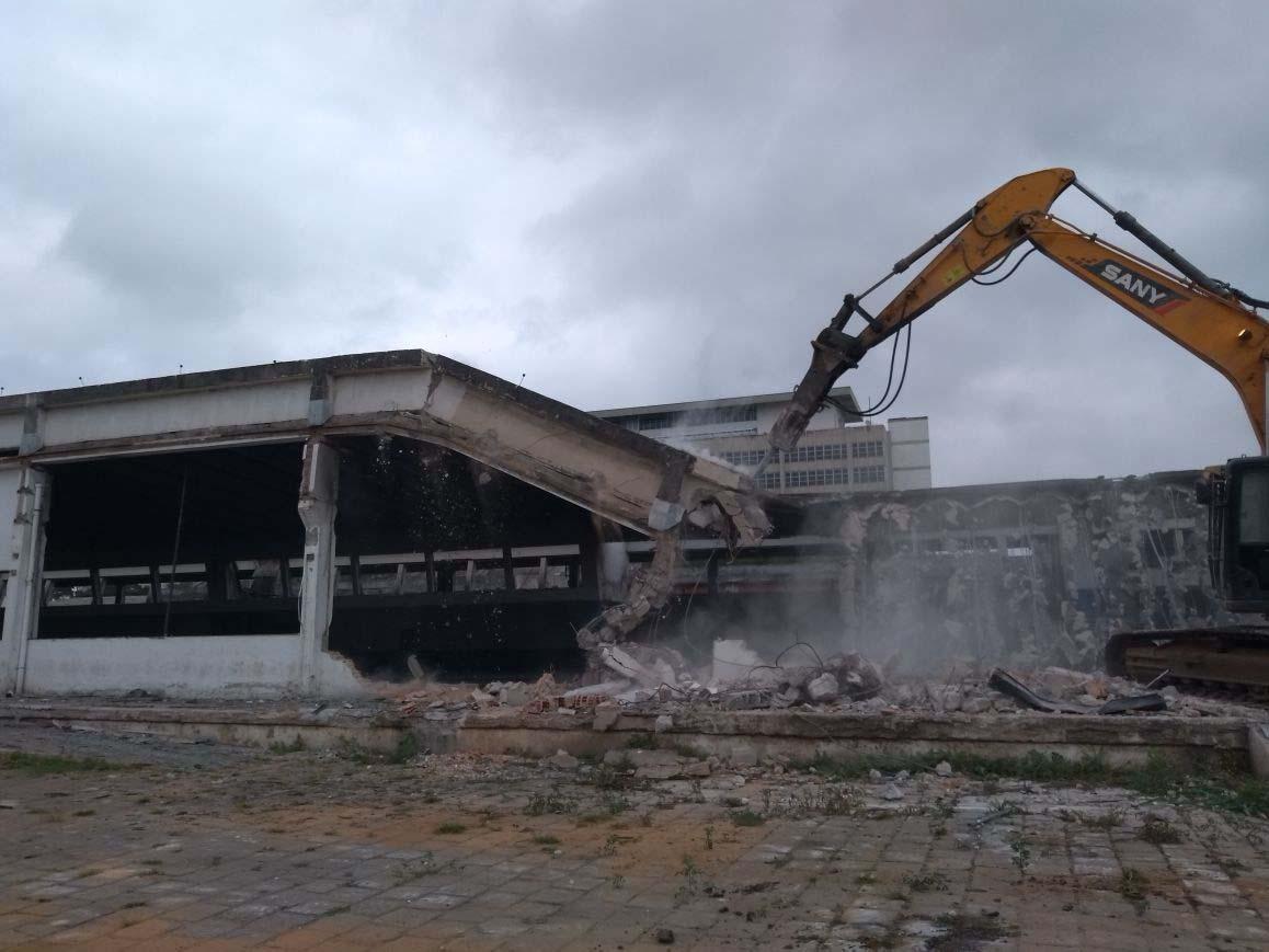 Empresa de demolição e terraplanagem