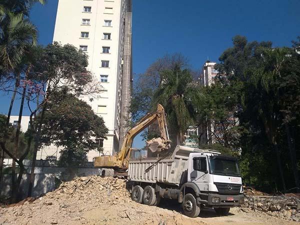 Terraplanagem e demolição